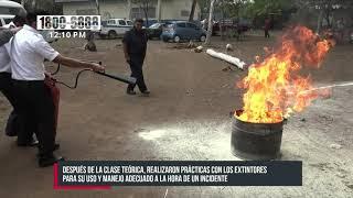 Capacitan a oficiales de Migración y Extranjería en extintores de incendios - Nicaragua