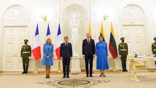 Prezidentas ir pirmoji ponia susitinka su Prancūzijos Prezidentu Emmanueliu Macronu ir ponia...