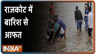 Gujarat के राजकोट में बारिश से आफत, जीप में बैठे तीन लोग पानी में बह गए - INDIATV