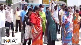 Locals stage protest against converting school into quarantine centre in WB's Asansol - INDIATV