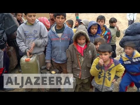 Battle for Mosul: Hundreds leave refugee camps as Iraq army makes gains
