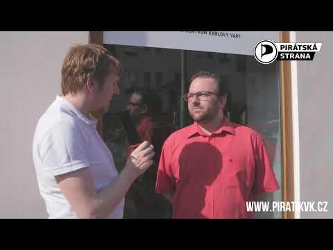 Pirátské centrum v Karlových Varech slavnostně otevřel Ivan Bartoš