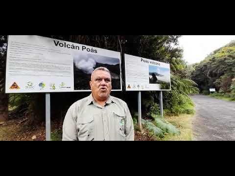 Renato Sanchez, director Area Conservacion Central sobre izado bandera del Bicentenario en Póas