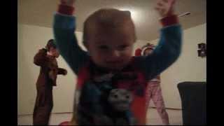 Baby Titus, the next NBA star. Bebé de 18 meses é a próxima estrela da NBA!!