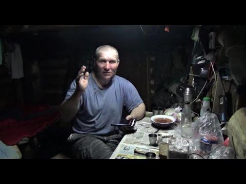 Жизнь в тайге   Один и надолго  Часть 9  Вечер в лесной избе  Приветы