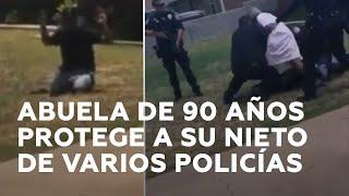 Abuela cubre a su nieto para que unos policías no le baleen