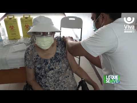 Adultos mayores son inmunizados en el Hospital Alemán Nicaragüense