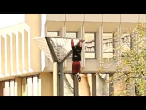 Video: Prisitraukimai ant seimo stulpo -