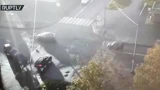 كاميرات مراقبة تسجل لحظة حادث مروري لحافلة تنقل أطفالاً