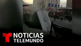 Un socavón se traga un autobús en China   Noticias Telemundo
