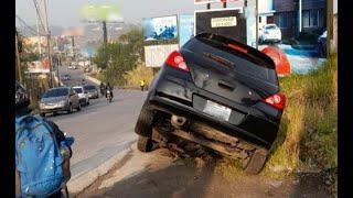 Automóvil termina encunetado en Puente Tubac