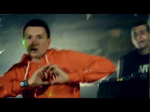 Video: Rūkot garažuose, nes  - iki Aleknos talento jum dar toli!!!!!!!!