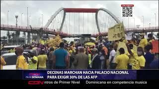 Decenas marchan hacia Palacio Nacional para exigir 30 % de las AFP