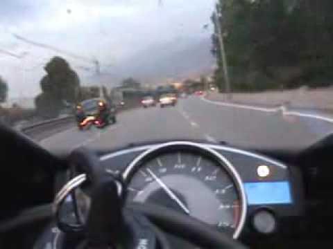 Video: Automobilių spūstys? - Jam tikrai tai nekelia rūpeščių