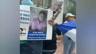 Policía asedia protesta de familiares de presos políticos