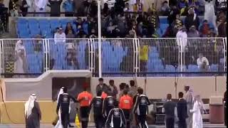 جماهير النصر تهاجم حكم المباراة بعد نهاية اللقاء