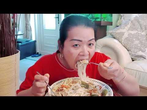 กินขนมจีนน้ำยาปลาทูน่าจ้าวันนี