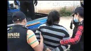 Agentes PNC capturan a dos mujeres que habrían cobrado más de Q10 mil en extorsión