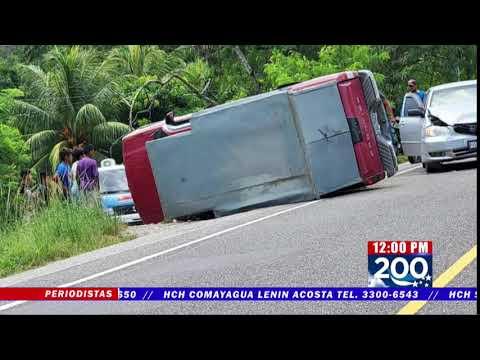 Daños materiales, deja aparatosa colisión en Chachahuala, Omoa