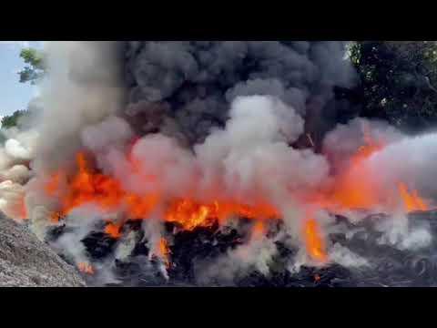 Incendio en una pila de llantas de aproximadamente mil metros se registró este domingo