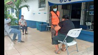Ejército de Guatemala apoya en centros de vacunación contra el COVID-19