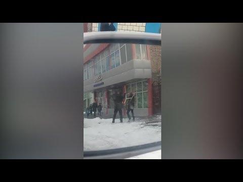 """Агрессивный водитель пытался разбить камеру """"Безопасного города"""". Видео"""