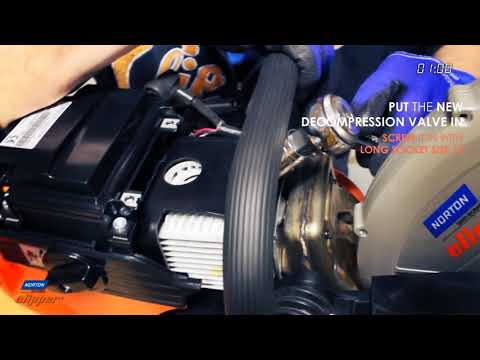 Changing the spark plug and decompression value on a Norton Clipper CP512/514