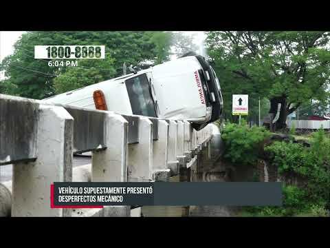 Ambulancia por poco se precipita al Río Estelí - Nicaragua