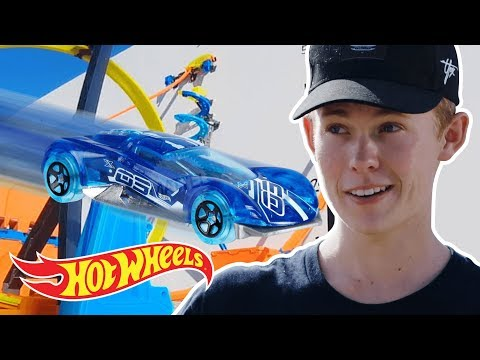 EPIC HOT WHEELS GRAVITY JUMP with Tanner Fox! | Hot Wheels Unlimited | Hot Wheels