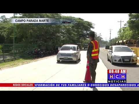 """En """"paila"""" ingresan a vacunarse jovencitos, tras negarles ingreso peatonal al Campo de Parada Marte"""