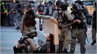 متظاهر يطعن شرطيا في هونغ كونغ