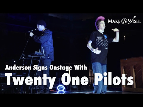 "Twenty One Pilots Perform ""Ode to Sleep"" While Wish Kid Anderson Signs"