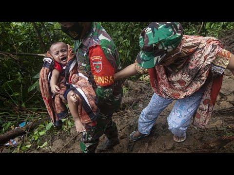 Indonesia | Las lluvias del monzón dificultan la búsqueda de los supervivientes del seísmo