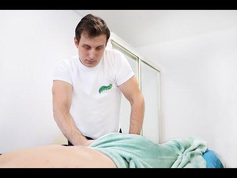 Фитнес моделирующий массаж живота. Fitness modeling massage of the abdomen. photo