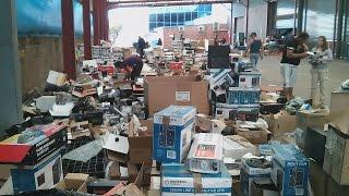 EEVblog #927 - Insane Jaycar Dumpster Sale!