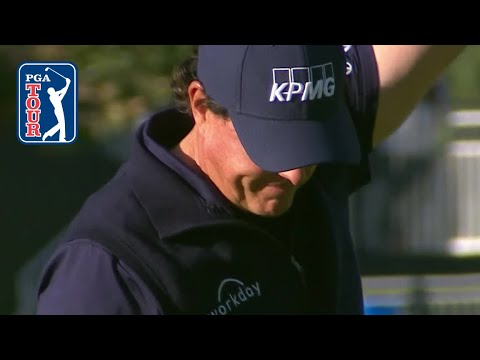 Phil Mickelson sinks a 33-foot eagle on No. 10 in Round 3 at 2019