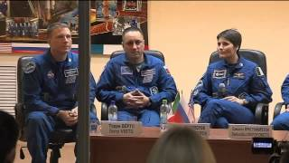 Expedition 42/43 Crew Meets Officials and Reporters
