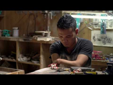 How to buy miniature tricycles made by a craftsman born with no hands