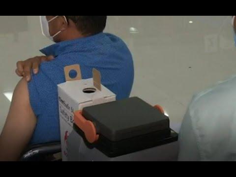 Puesto de vacunación en el Colegio de Ingenieros de Guatemala