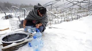 Decenas de migrantes quedan acorralados en la ola de frío en Bosnia sin refugio