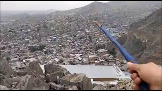 Así ayuda un sacerdote a los más pobres en los cerros de Lima