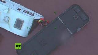 Guardacostas rescatan a un hombre atrapado por inundaciones de la tormenta Dennis