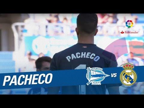 Paradón de Pacheco al despejar el cabezazo de Nacho