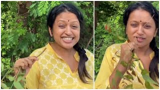 Anchor Suma Kanakala Brushing Her Teeth With Neem Stick - Telugu Film News | Latest Tollywood News - TFPC