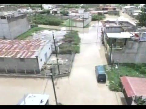 Casas y calles inundadas por las lluvias en Jalapa
