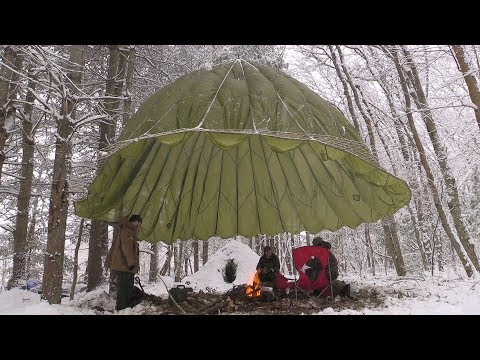 Snow Wildcamp Weekend - Natural Wikiup Shelter (part 1)