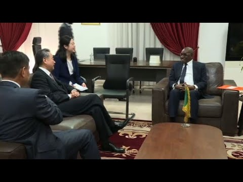 Chinese Foreign Minister meets Senegalese counterpart in Dakar