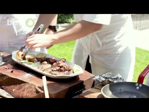 Men In The Kitchen: Българска скара - Кебапчета и кюфтета с жарени картофи