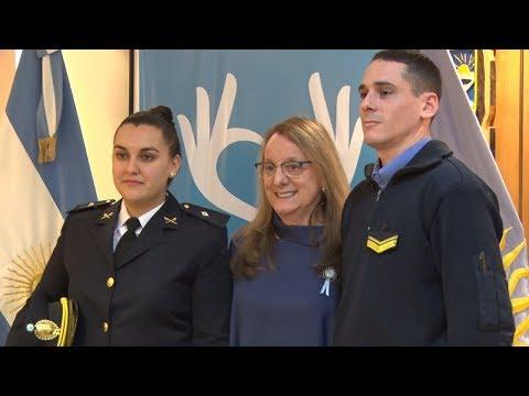 Alicia reconoció a los policías que salvaron la vida de un bebé
