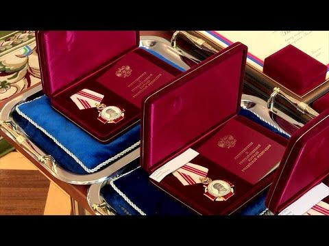 Сегодня в Администрации Главы Республики почётными званиями, орденами и грамотами наградили медиков